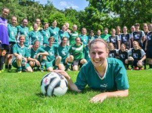 Claudia Potrafke vom SV Waldesrand beim Abschiedsspiel nach 20 Jahren