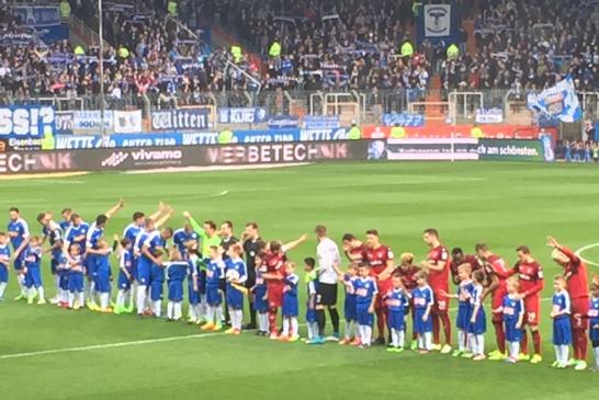 F-Junioren als Einlaufkinder beim VfL Bochum